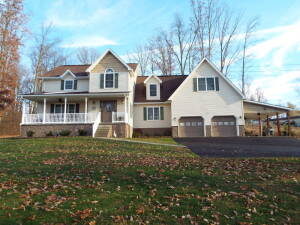 Beautiful Setting 4 Bedroom Home on 4.6+/- Acres