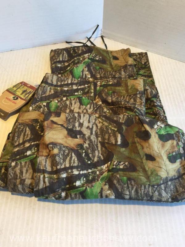 fed089f42ef94 Lot 196 of 296: Mossyoak 2XL camo pants