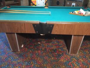 8' slate top pool table w/ 16 shooting sticks & billiard balls