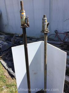 Two 4 Ton hydraulic jacks