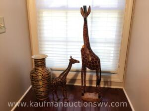 Wood giraffe, light weight giraffe, vase