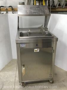 Stainless steel Chesters Fried chicken prep station
