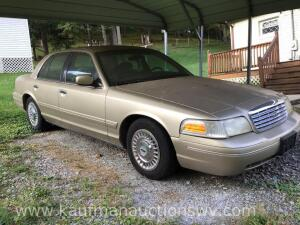 2000 Ford crown Victoria vin #2FAFP73W8YX194424 HAVE TITLE