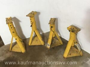 Four 2 ton jack stands