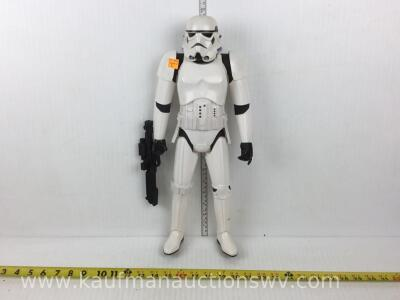 Star Wars storm trooper figurine with weapon
