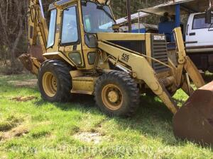 426 Series CAT with Front Bucket & Back Hoe with Extra Bucket